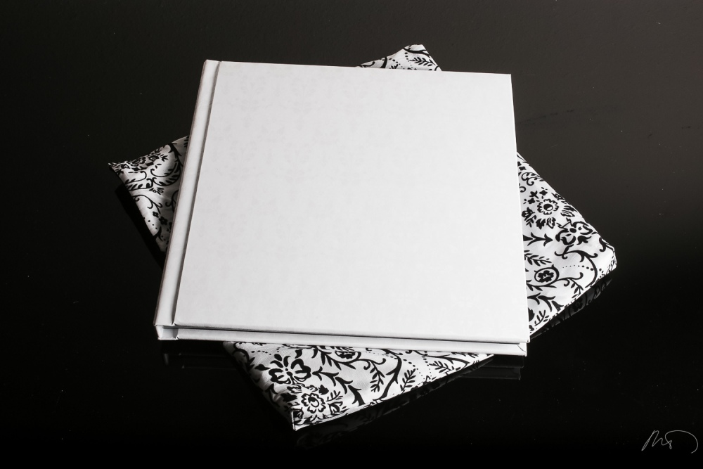 Wedding Product Photography - Custom CD Cover and Wedding Album with Keepsake Box and Boutique Bag (4/6)